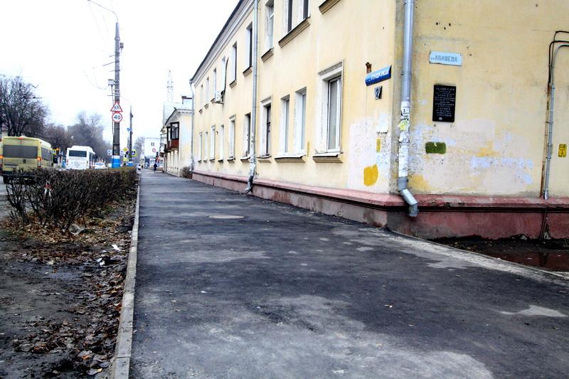 ВБрянске назвали горе-подрядчиков, невыполнивших всрок ремонт дворов